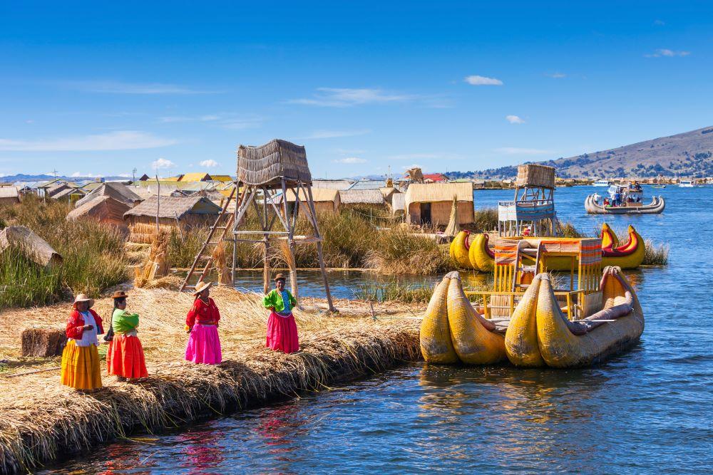 Viajar a Perú-lago-titicaca-cerca-ciudad-puno