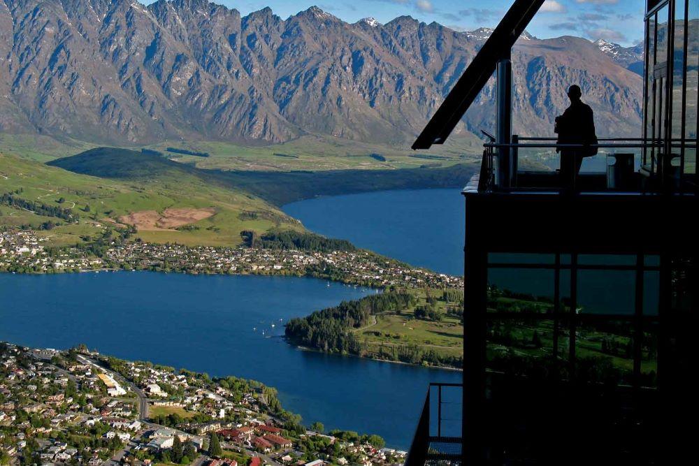 Viajar a Nueva Zelanda-queenstown_skyline