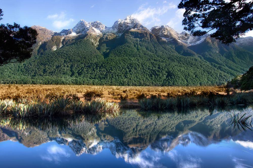 Viajar a Nueva Zelanda-milford-road-mirror-lake-hero