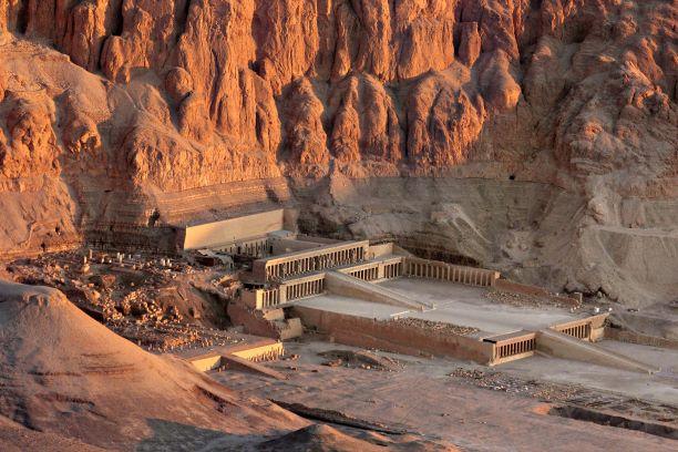 Tierra de faraones. Egipto. NUBA everywhere. Deir el Bahri