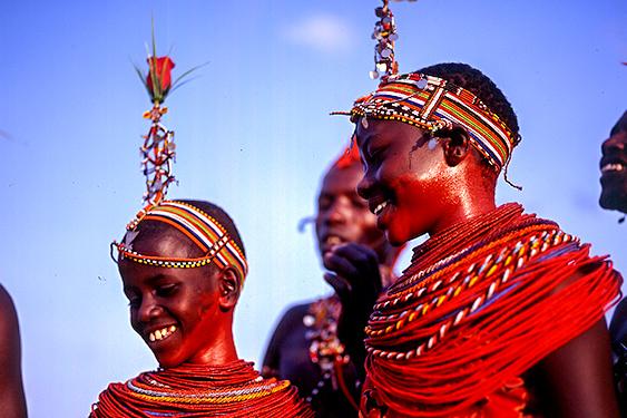 Kenia. Visita a la tribu Masai. NUBA everywhere. Niños masai