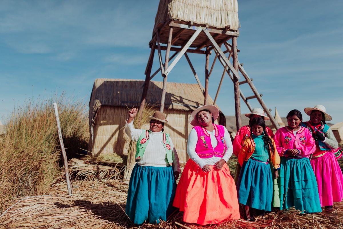 Viaje Perú-lago-titicaca-mujeres