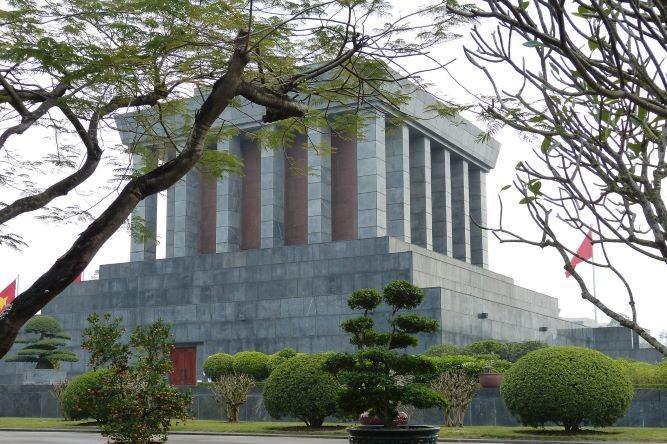 Viaje Vietnam-mausoleo-ho-chi-ming