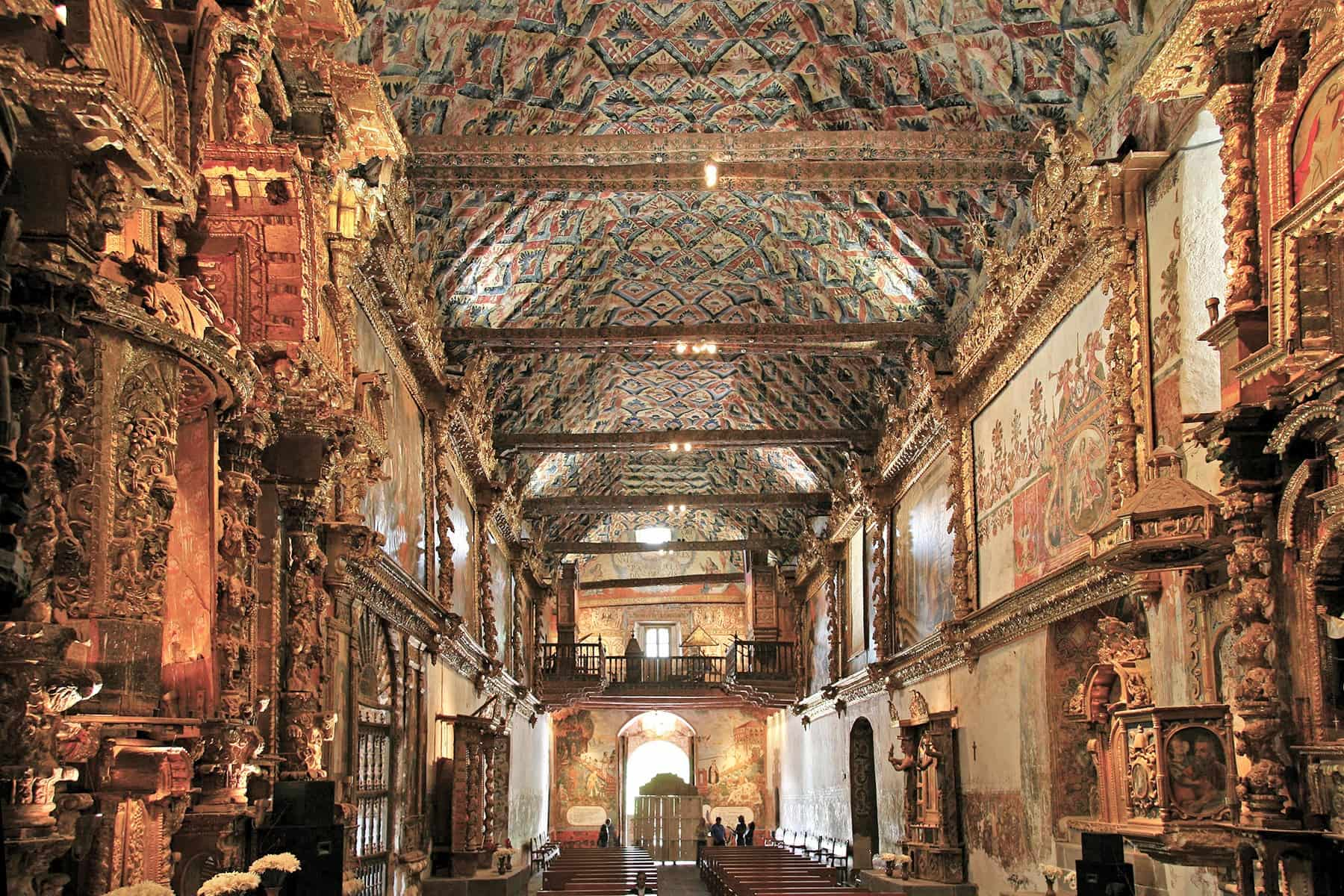 Viaje Perú-capilla-de-san-pedro-de-andahuaylillas