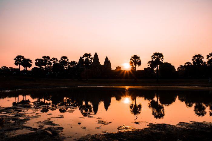 Viaje Camboya-sunrise-angkor-wat-krong-siem-reap-cambodia