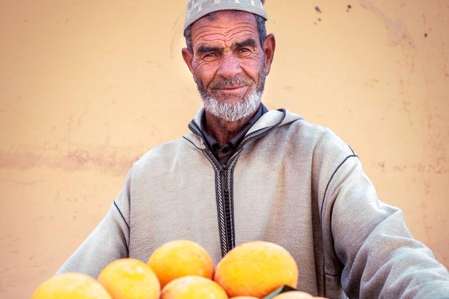 Viaje Marruecos Reyes Magos-hombre-marruecos-mercado