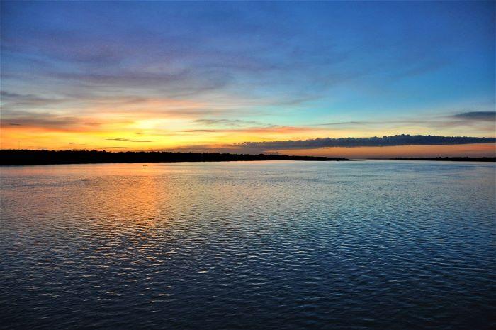 Viaje Camboya-amanecer-en-el-lago-tonle-sap