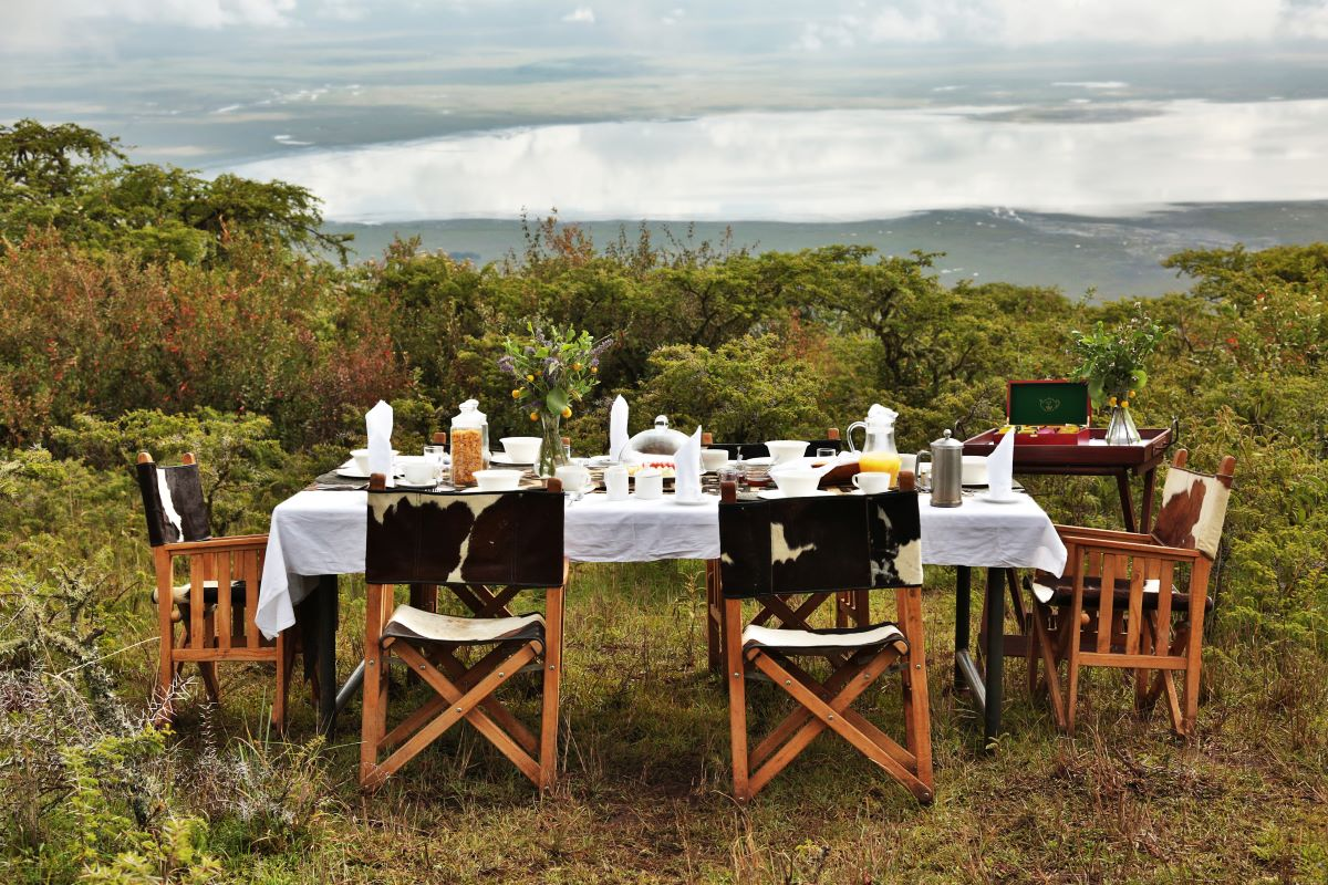 Viaje Kenia y Tanzania-desayuno-en-ngorongoro