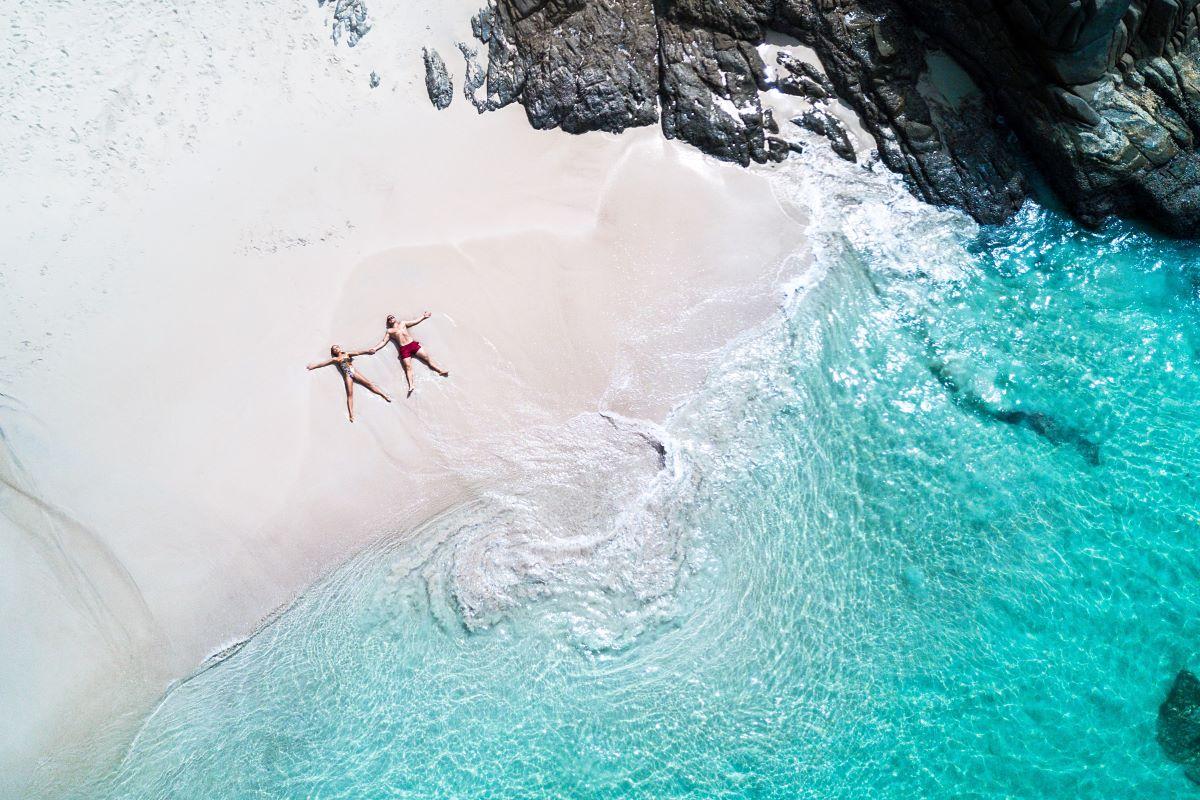 Viajar a Seychelles-playa-dron-isla-pareja