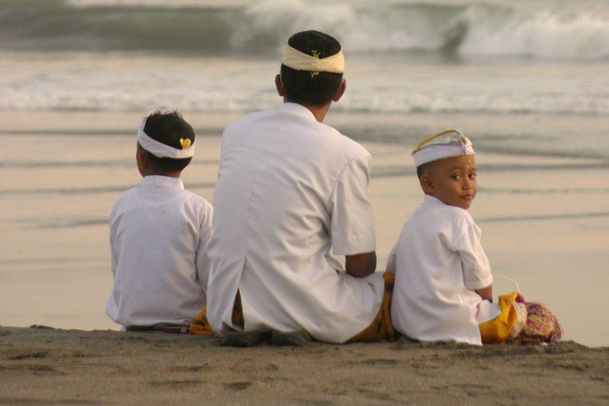 Viajar a Bali-familia-balineses