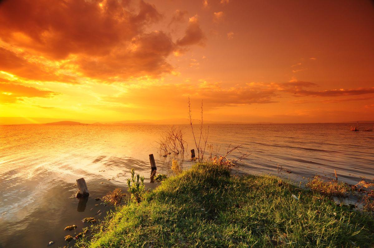 Viajar a Kenya-sunset_at_lake_naivasha
