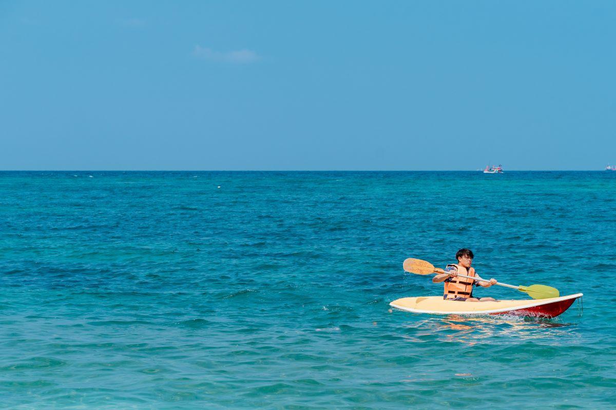 Viajar en familia-Azores-kayak-en-el-mar