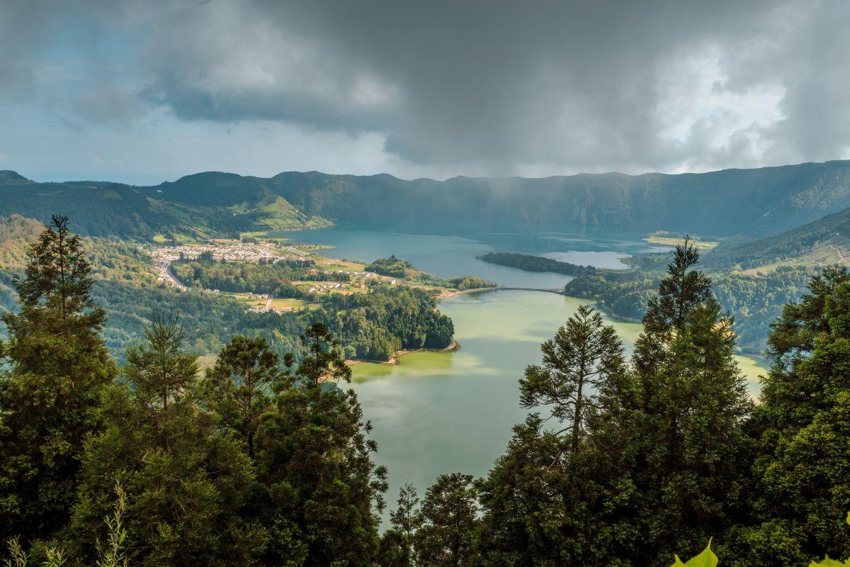 Viajar en familia-Azores-lago-colinas-san-miguel-azores